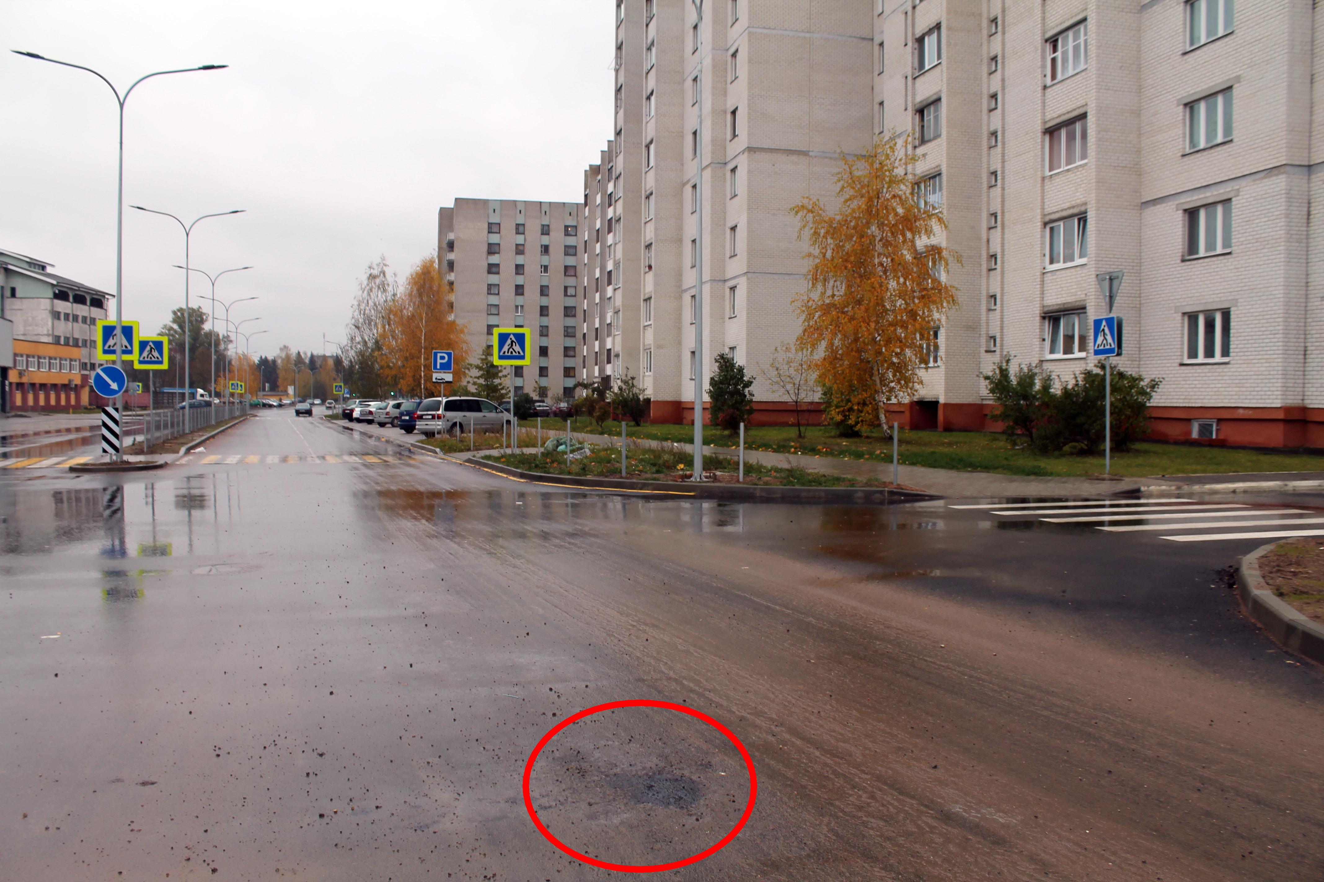 В Барановичах на улице Текстильной убрали столб который стоял посреди улицы