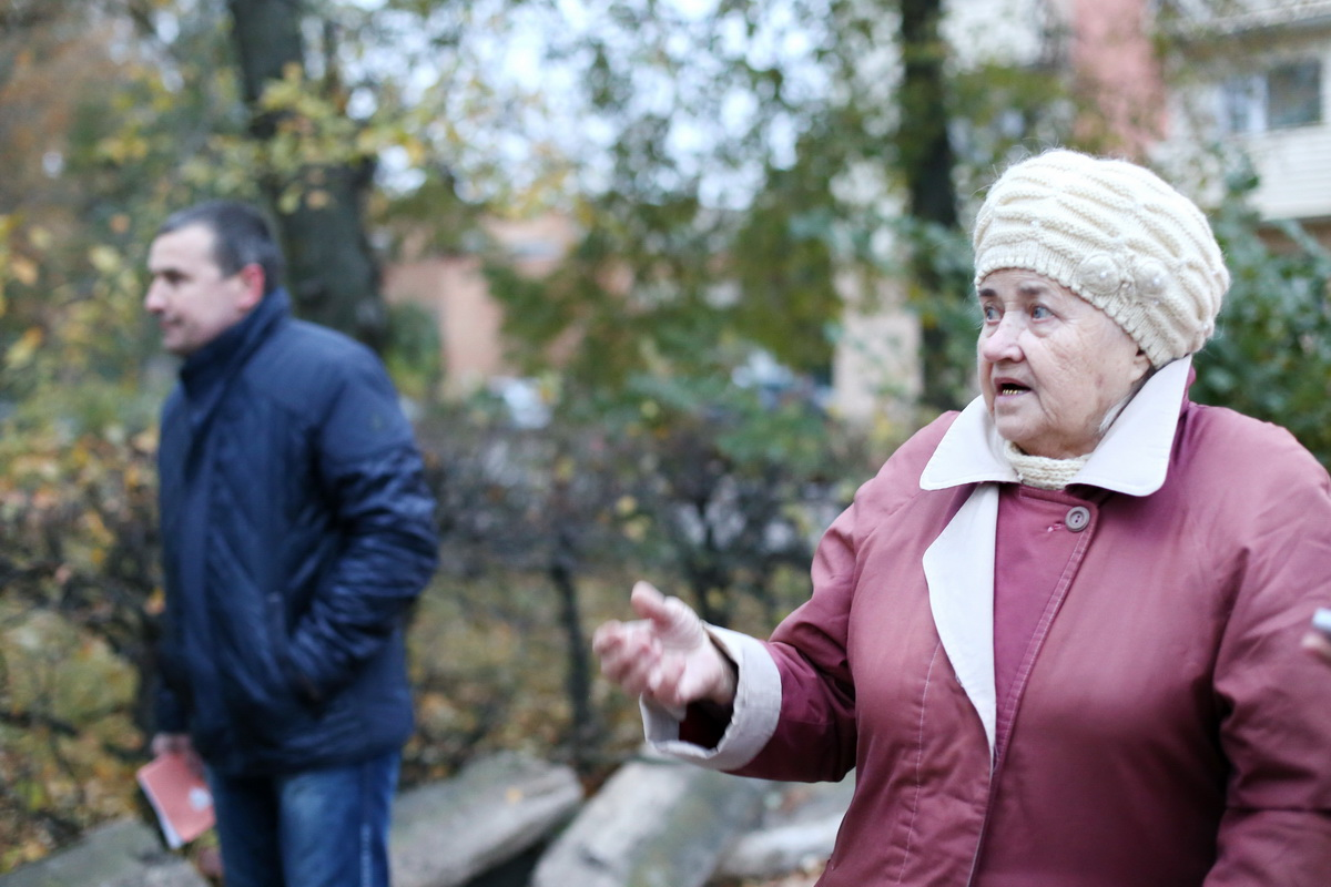 В Барановичах жильцы дома выступают против строительства парковки и магазина