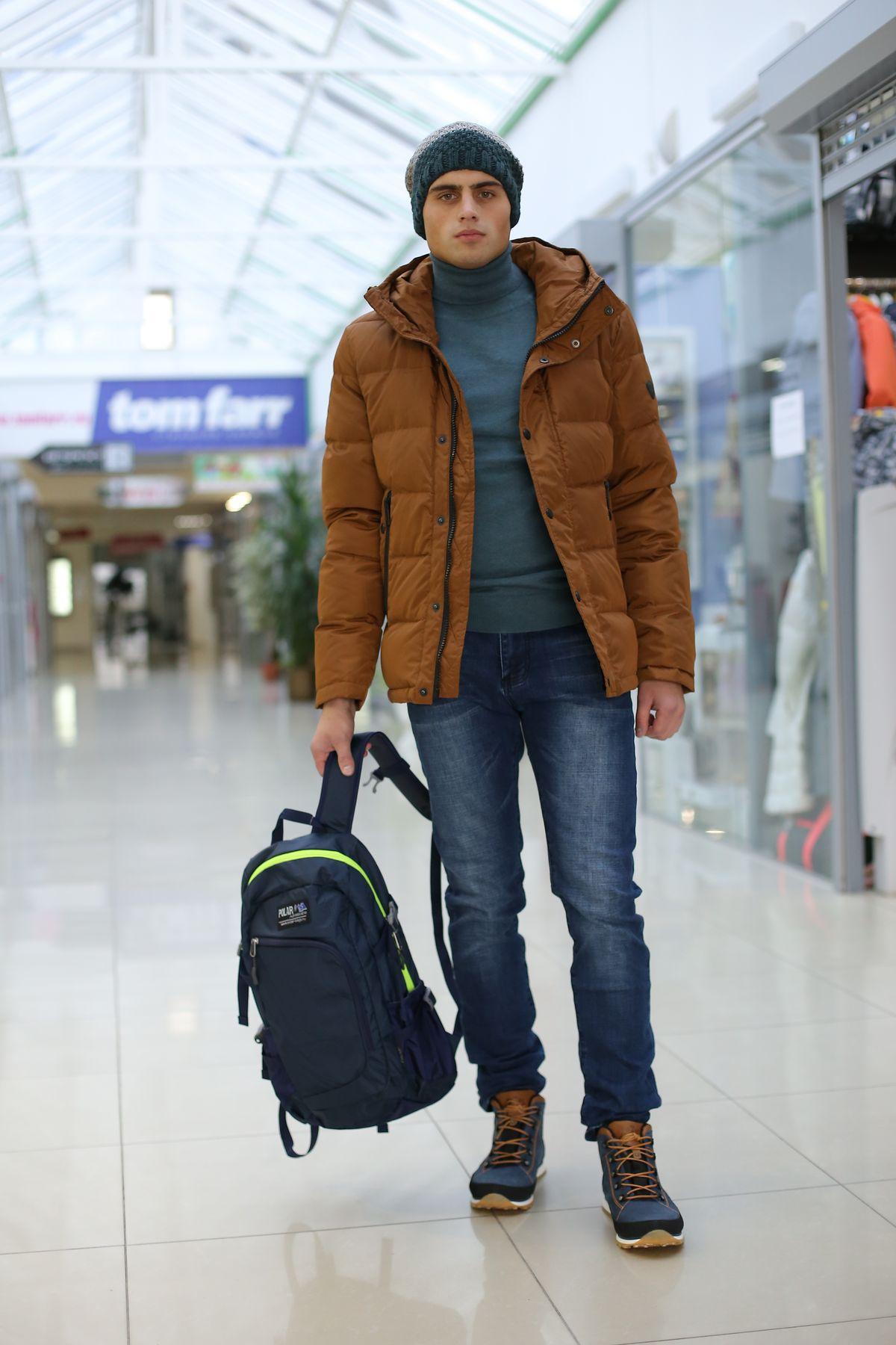 Куртка (пуховик), водолазка, шапка tom farr, джинсы corey fildman, ботинки зимние утепленные мех меринос NIK, рюкзак Polar. Фото: Александр Короб