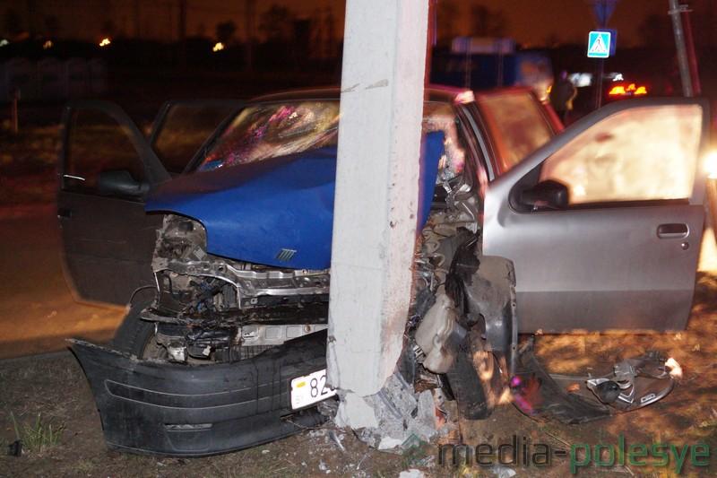 ВЛунинце пьяная женщина-водитель врезалась вопору ЛЭП