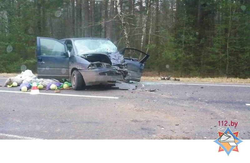 В Свислочском районе в аварии с легковушкой развалился трактор
