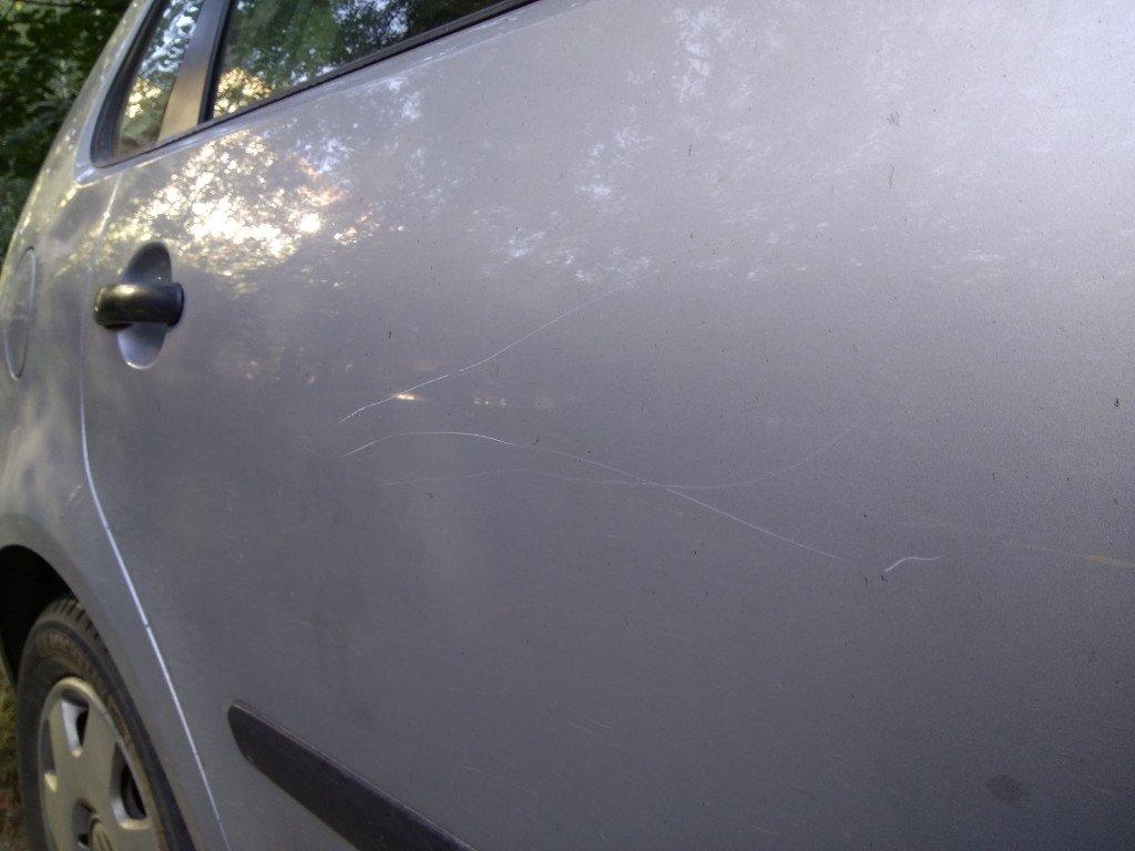 Царапины, оставленные на автомобиле. Фото:  Фото: scooterclub.by