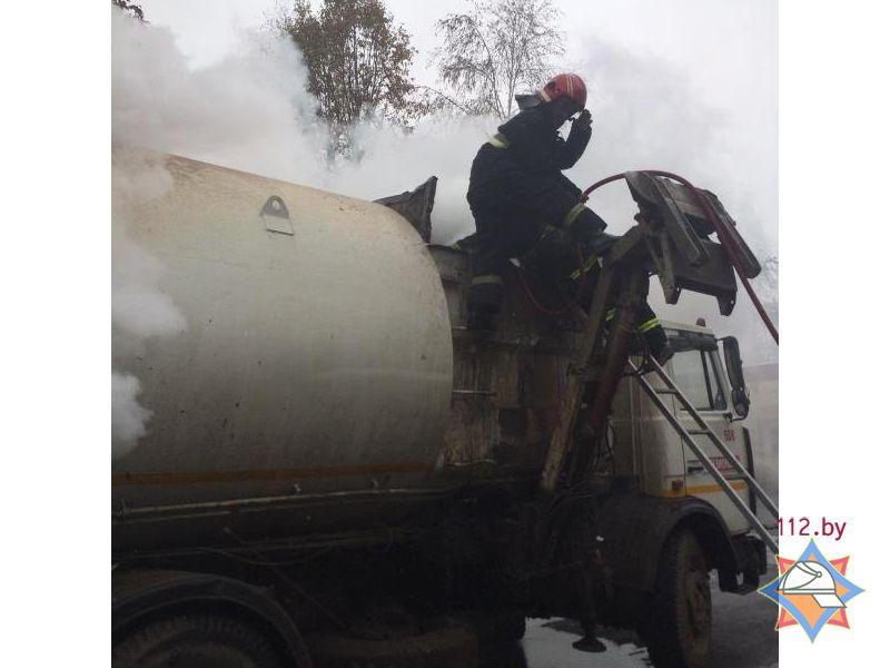 В Минске горящий мусоровоз приехал прямо в пожарную часть