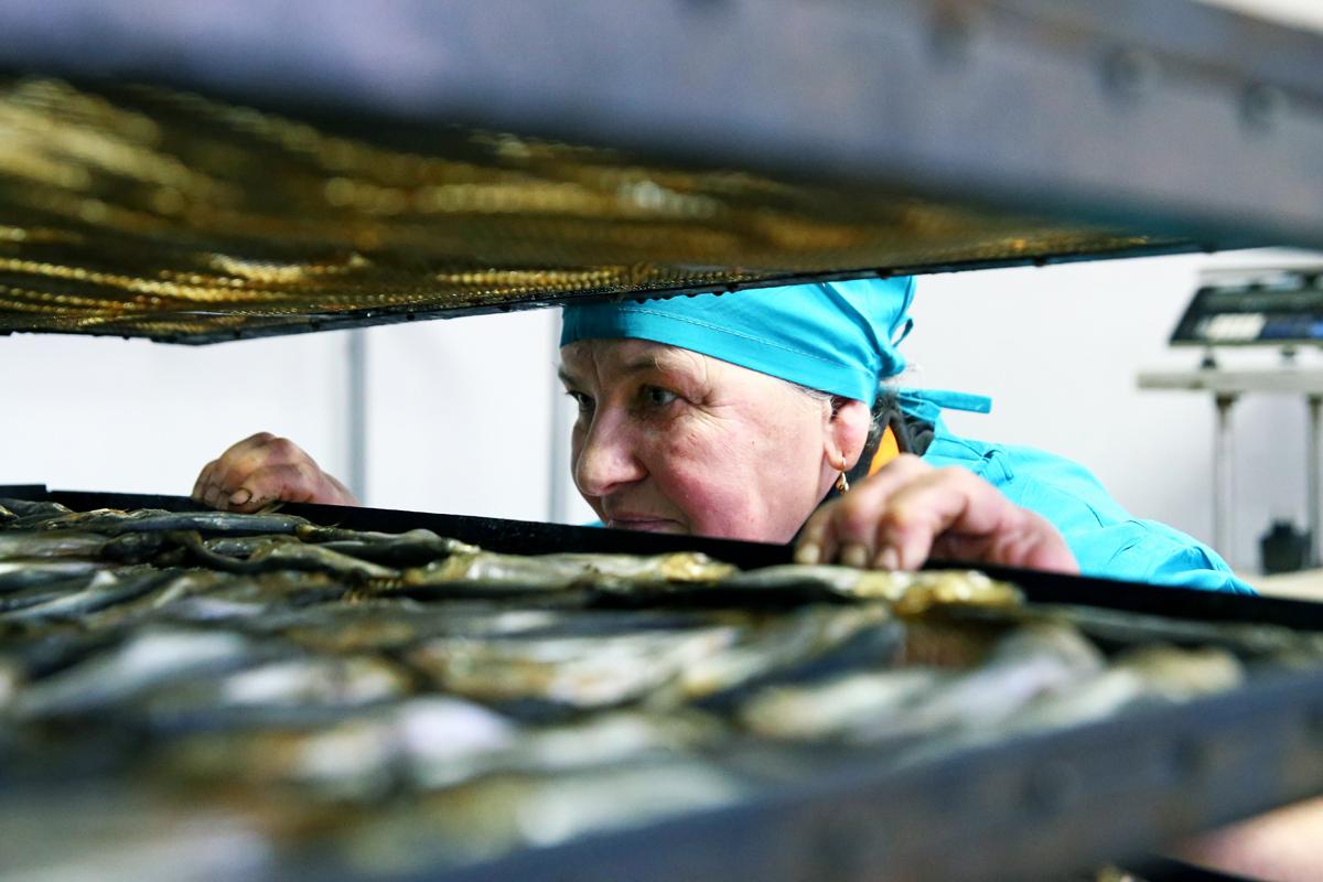 Бригадир Нина Владимировна в помещении готовой продукции. Фото предоставлено ООО