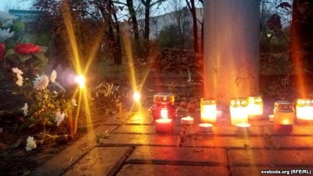 На Дзяды ў Баранавічах памаліліся каля Крыжа ахвярам сталінскіх рэпрэсій