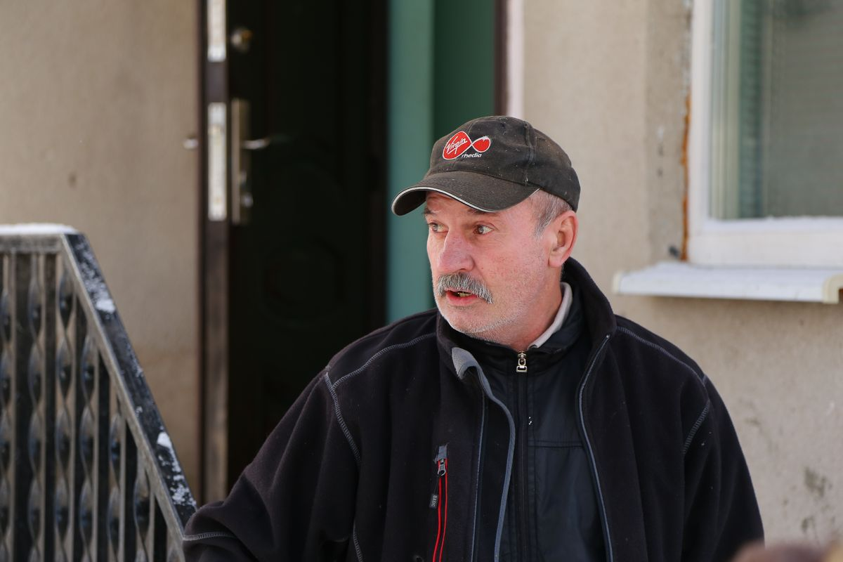 Житель одного из домов на ул.Вильямса Михаил. Фото: Александр КОРОБ