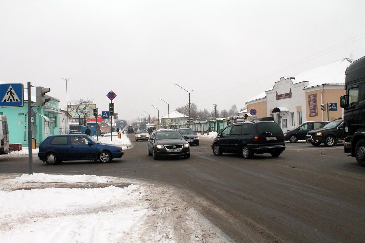 Не работающие светофоры на перекрестке улиц Чернышевского и Притыцкого. Фото: Татьяна МАЛЕЖ