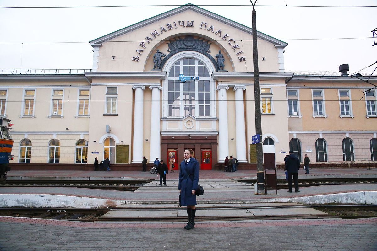 Разъездной кассир Оксана Сидорик. Фото: Евгений Тиханович