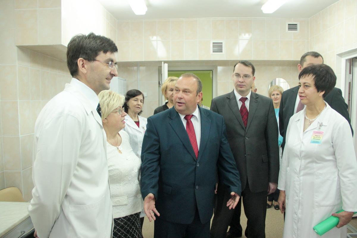 Мэр города Юрий Громаковский поздравил медицинских работников с открытием отделений после капремонта