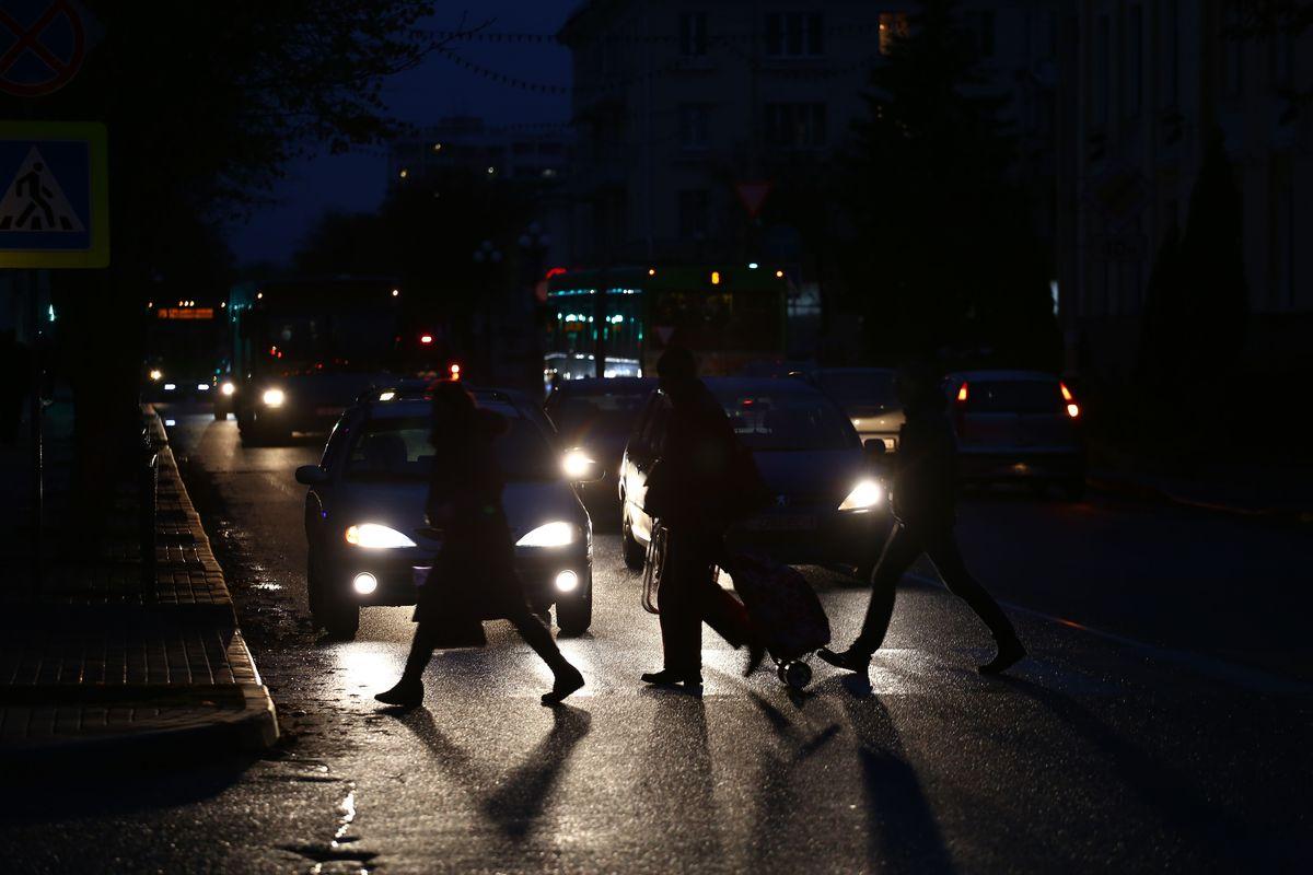 Вечерние улицы города. Фото: Евгений ТИХАНОВИЧ