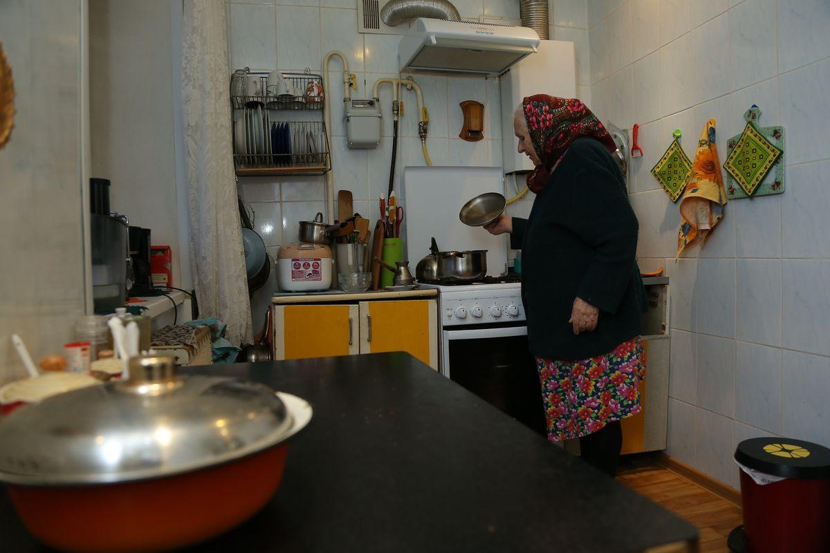 Мария Адасько в своей кухне. Фото: Александр Короб