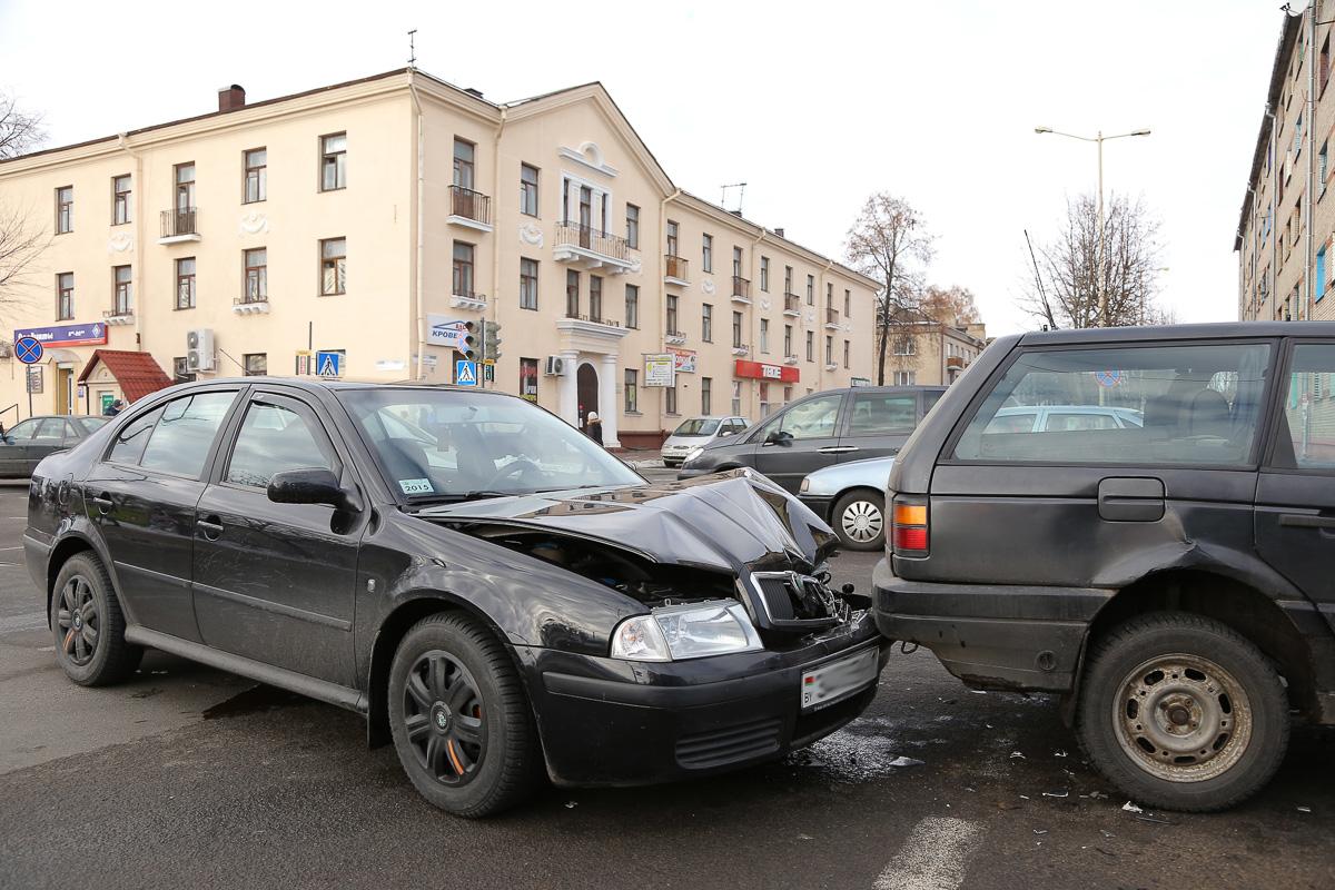 ДТП на перекрестке улиц Советской и Баранова. Фото: Александр КОРОБ