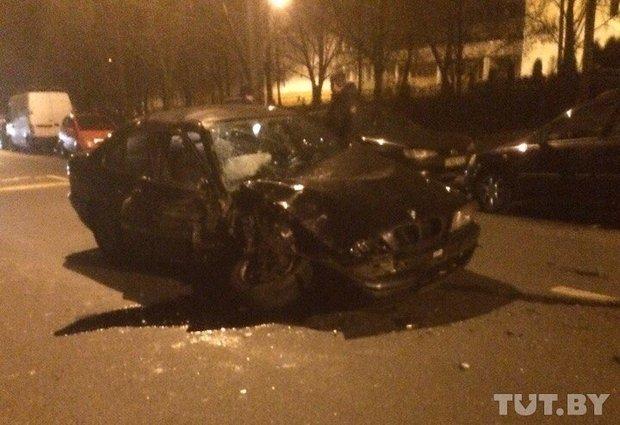 В Минске водитель BMW разбил 8 машина, а потом выпил пива перед сотрудниками ГАИ