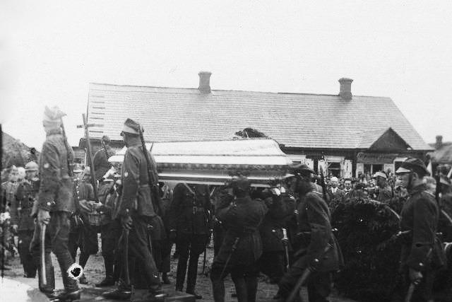 Торжественное перезахоронение неизвестного солдата. Фото: NAC