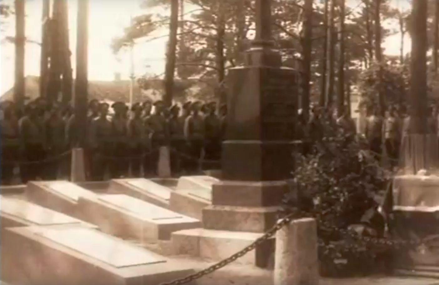 Открытие памятника русским воинам в 1915 году в Барановичах. Кадр из кинохроники.
