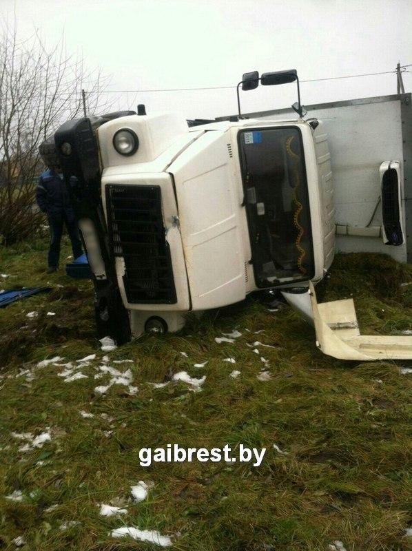 Житель Барановичей, управляя грузовиком, протаранил легковушку