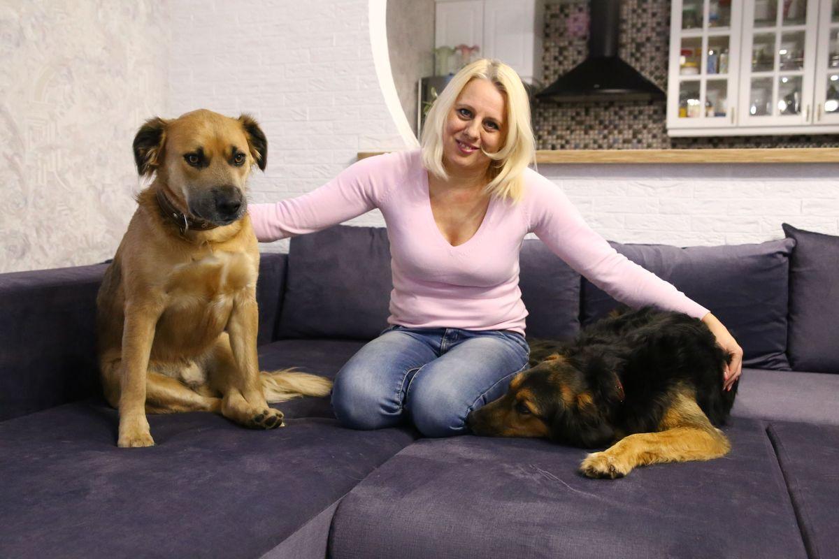 В семье Шибут живут собаки Тимоша и Жуля, которых Людмила нашла на улице. Фото: Евгений Тиханович