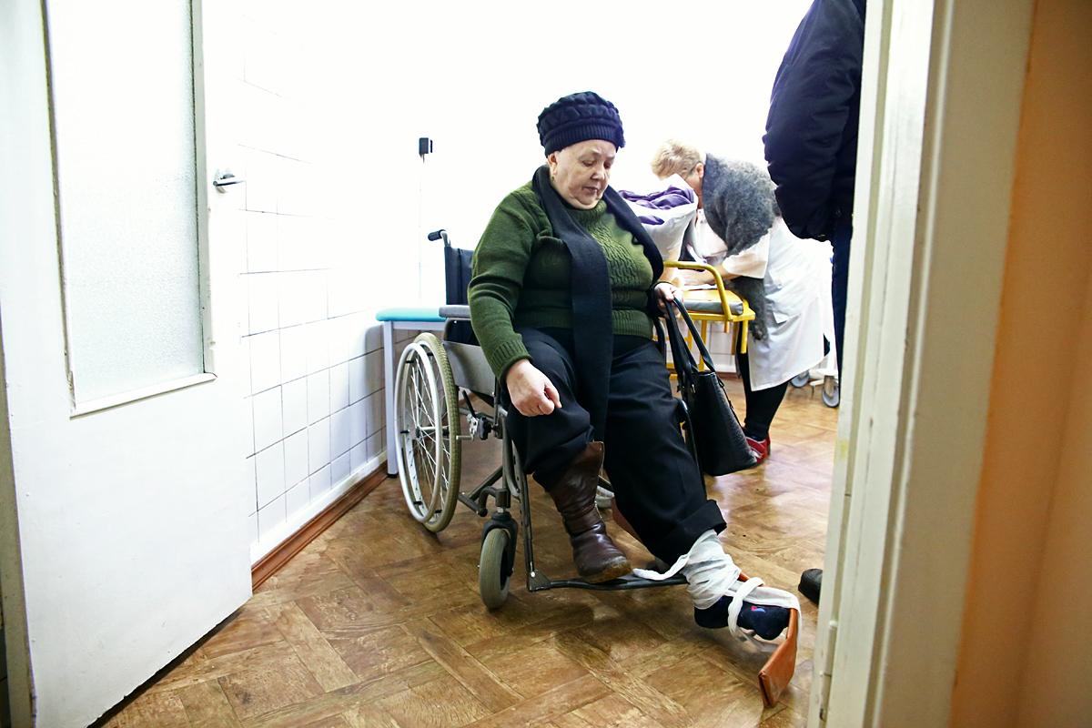 Кристина Иосифовна получила травму по дороге в костёл. Фото: Евгений ТИХАНОВИЧ