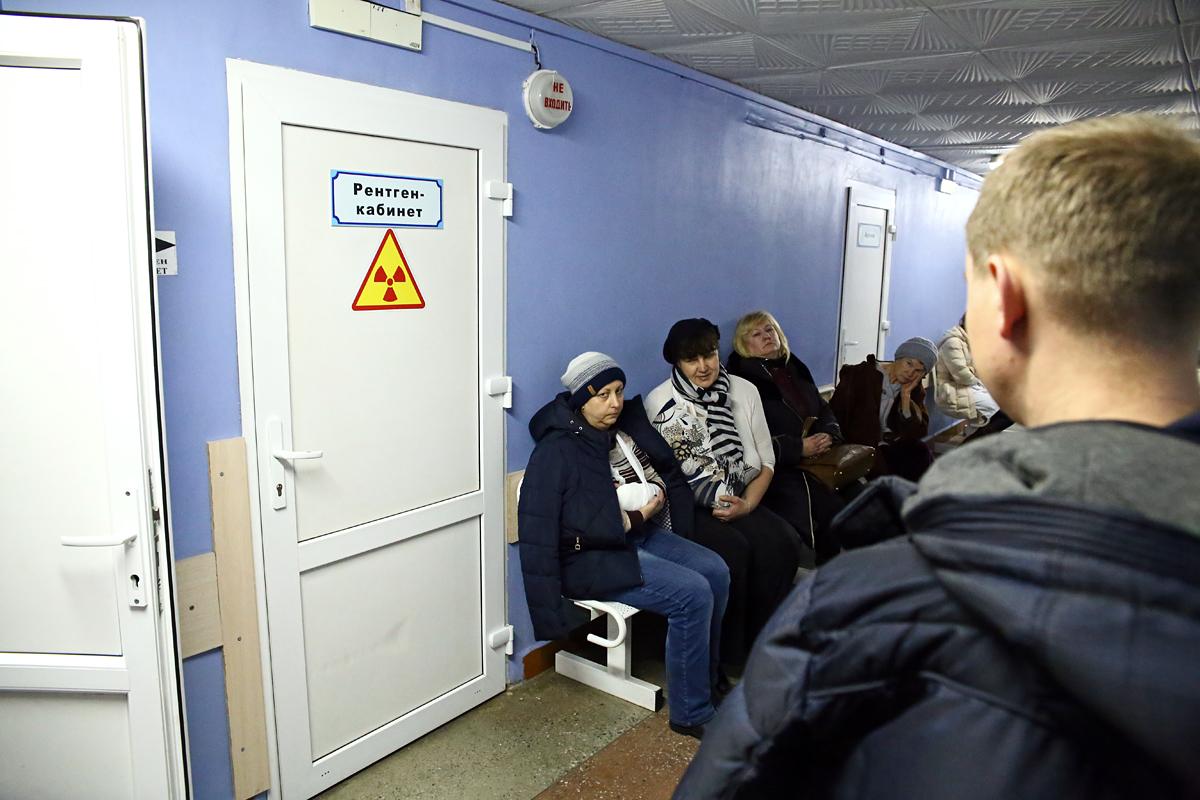 Пациенты ждут своей очереди в рентген-кабинет. Фото: Евгений ТИХАНОВИЧ
