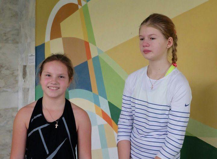 Финалисты турнира в возрастной категории до 12 лет. Арина Максимович (слева) и Анна Петрушко. Фото: Олег Беззубик