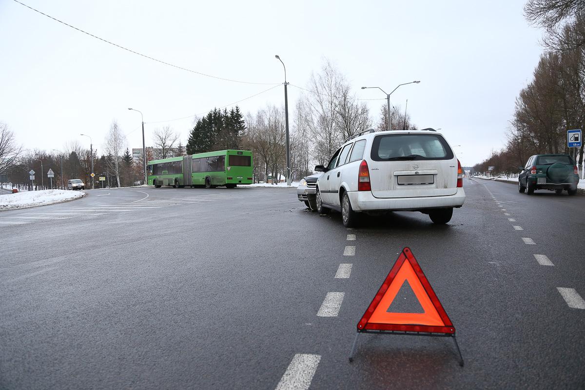 ДТП на перекрестке улиц Промышленная и Пролетарская. Фото: Александр КОРОБ