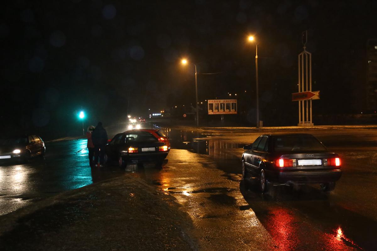 ДТП на пересечении улицы Доменикана и пр. Советского. Фото: Александр КОРОБ