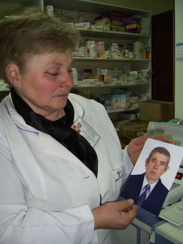 Глядя на фотоснимок своего мужа Павла, Таиса Горбачевская не может удержать слез