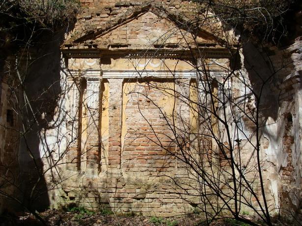 Стары алтар у стылі Старажытнай Грэцыі