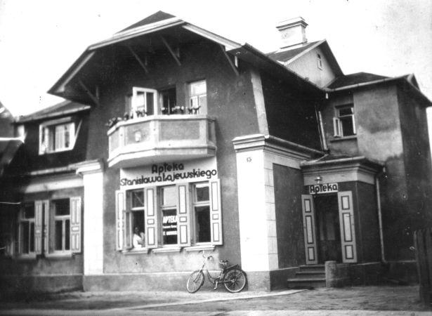 Аптека Станислава Лаевского. 1930-е годы (здание сохранилось до наших дней)