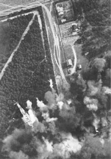 15.09.1939,  Бліжэй да левага ніжняга краю здымка відаць радыёвежа. Здымак выкананы пілотам Luftwaffe падчас бамбёжкі Баранавіч (cа збораў Генрыха Беразоўскага, Польшча)