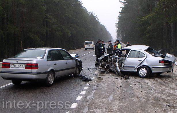 После столкновения «рено» и «фольксваген» заблокировали проезд на одной из полос дороги Барановичи – Гродно на 1,5 часа