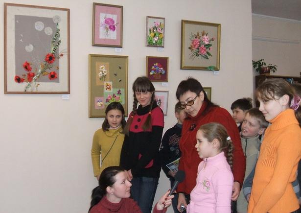 Участники выставки дают первое интервью