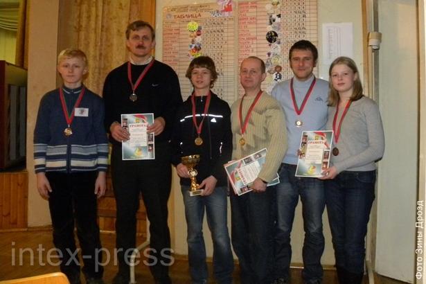 Победители: семья Шило из г. Барановичи, семья Вахламовых из         г. Мытищи, команда «Жемык» из г. Гдыня (слева направо)