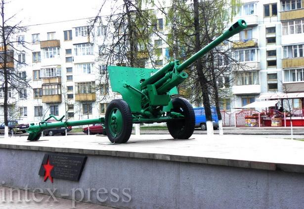 Памятный знак воинам-артиллеристам