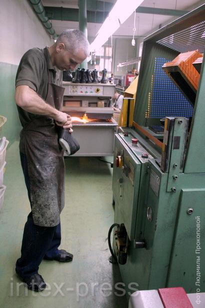 Андрей Язубец, сборщик обуви