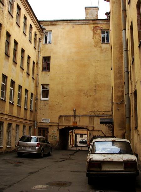 Тыповы піцерскі дворык у раёне, дзе жыў Дастаеўскі