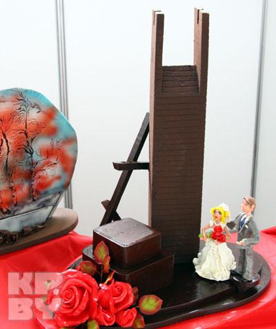 Барановичские кондитеры, воссоздав в шоколаде известную скульптуру Сергея Селиханова «Непокоренный человек», не ожидали негативной реакции
