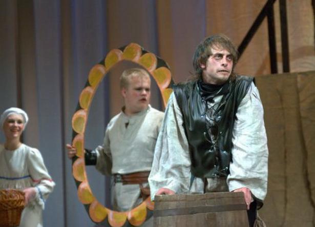 Фрагменты одного из самых сложных и любимых коллективом театра-студии спектакля «Тиль»