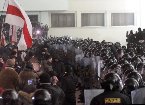 Жесткие действия сотрудников милиции были осуждены международной демократической общественностью