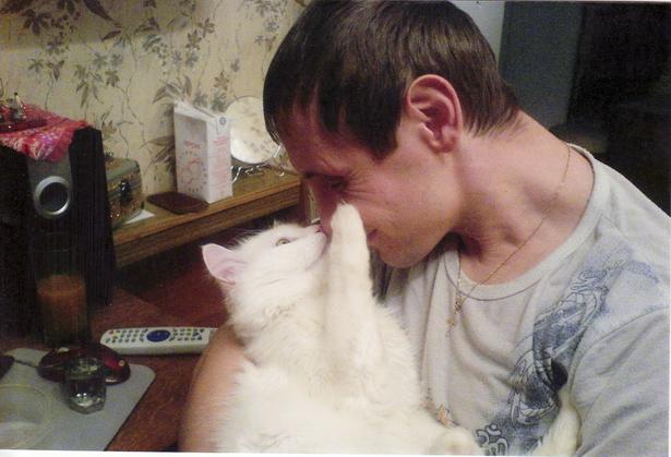Кот Тиша с хозяином Владимиром. Вот это любовь!
