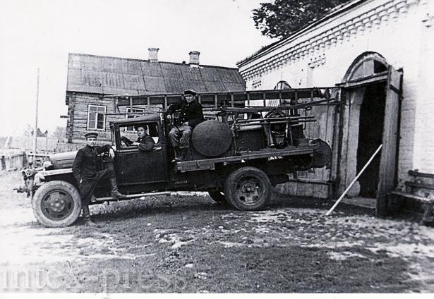 В Барановичском районе первое здание пожарного депо было построено в городском поселке Городище в 1890 году для несения службы пожарной командой на конном ходу. После окончания Великой Отечественной войны здание  реконструировано и образована профессионал