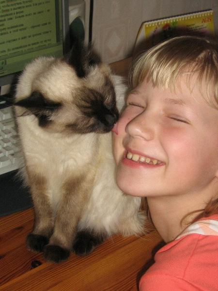 Саша Криводубская и кошка балинезийской породы Клеопатра.