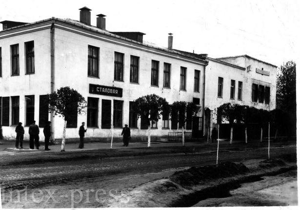 Новопостроенное здание управления мясокомбината, 60-е годы