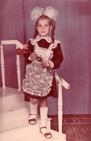 Оля Сольвьева в первом классе