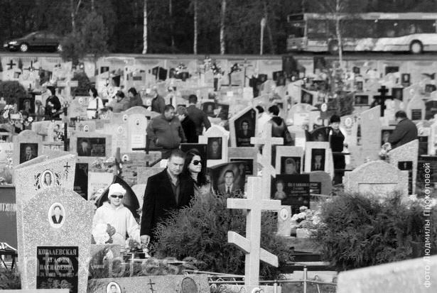 На Радоницу горожане пришли почтить память своих родных и близких на кладбище «Русино»