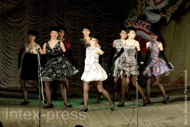 В это время выпускники Барановичской детской хореографической школы сдавали выпускной экзамен