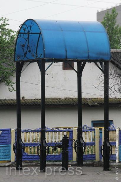 Первая декоративная водоразборная колонка появилась в 2006 году на   ул. Пролетарской