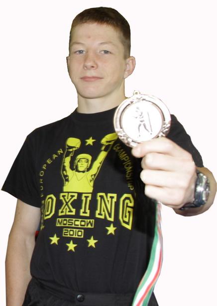 Бронзовый призер чемпионата Европы по боксу среди юниоров  Евгений Олейник