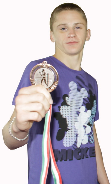 Бронзовый призер чемпионата Европы по боксу среди юниоров Антон Бернат