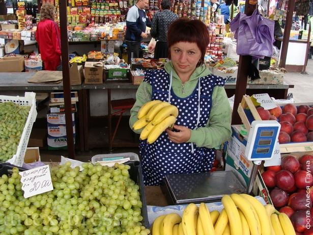 Зинаида Курманович,  продавец овощей и фруктов на кооперативном рынке